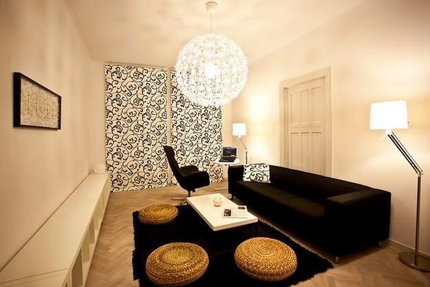 Многоуровневое освещение в гостиной