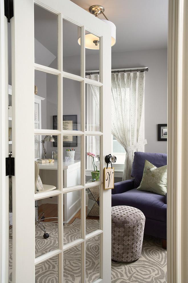 Межкомнатная дверь со стеклянными вставками