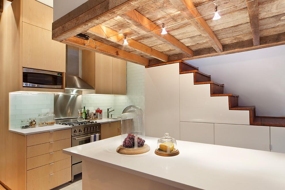 Кухня небольшой квартиры на Манхеттене