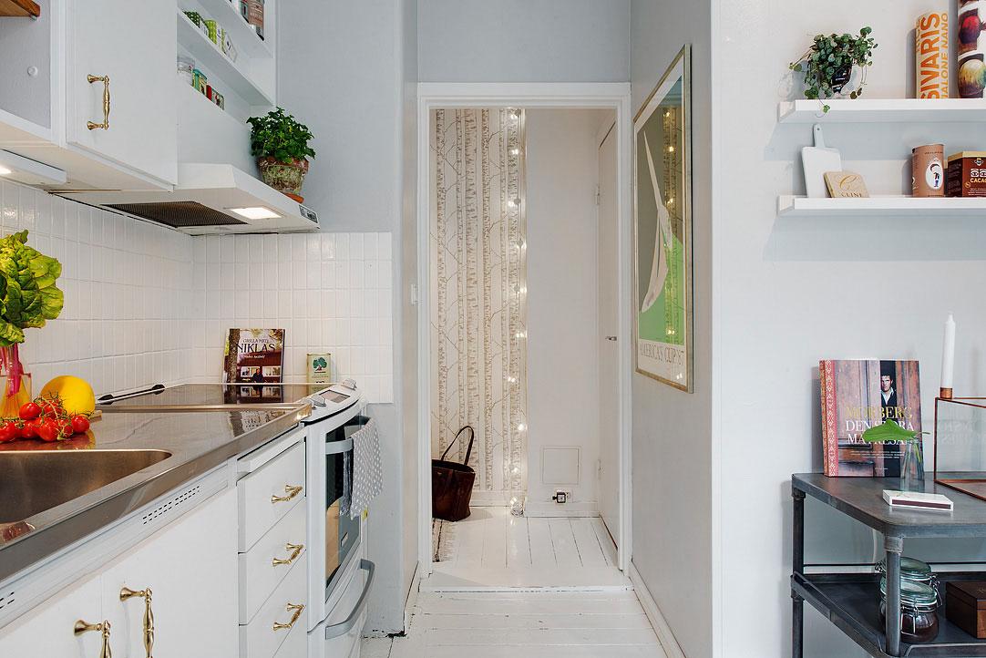 Интерьер маленькой кухни с аркой