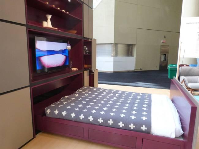 Проект кубического дома. Кровать задвигается одним движением