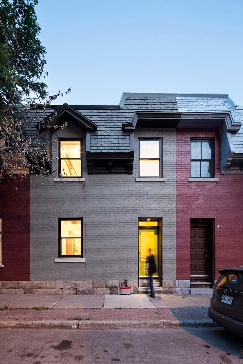Фасад частного маленького дома