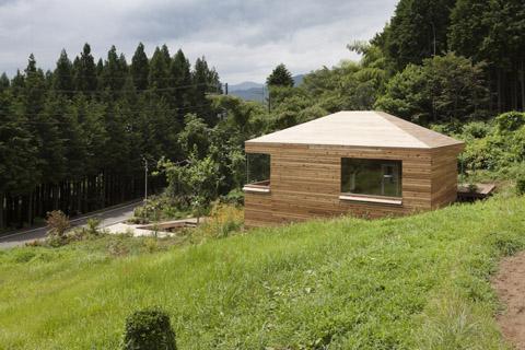 Внешний вид маленького частного дома