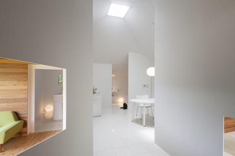 Интерьер маленького частного дома в белоснежном цвете