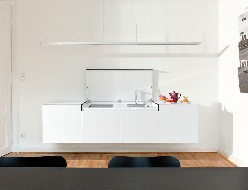 Стильный дизайн кухни небольших размеров - открытая крышка