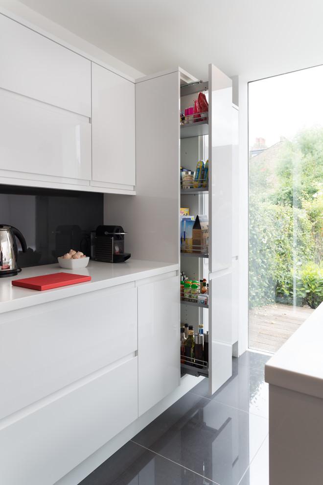 Выдвижной ящик на кухни