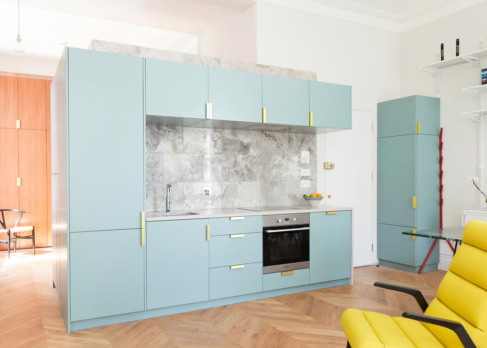 Интерьер кухни в компактной квартире