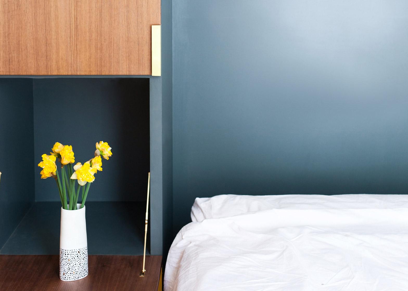 Спальня в компактной квартире