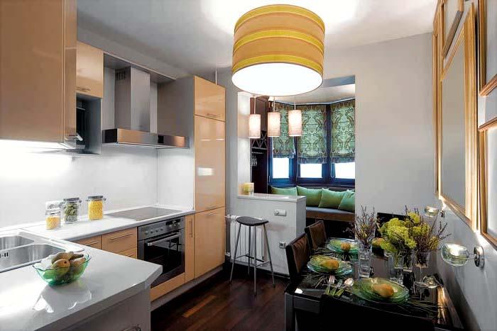 Современная кухня, соединенная с балконом