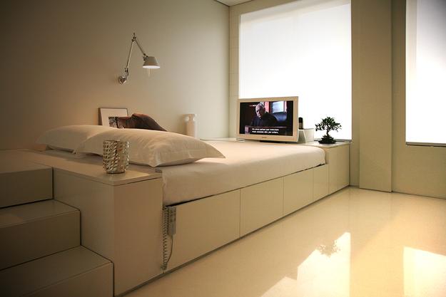 Спальное место в маленькой квартире-студии