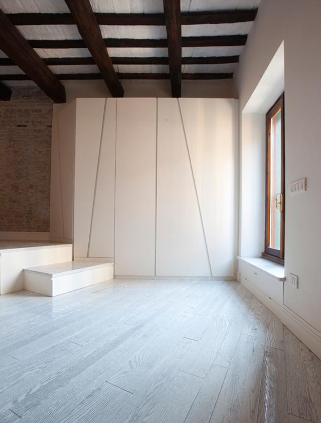 Шкаф в квартире от студии дизайна Archifacturing
