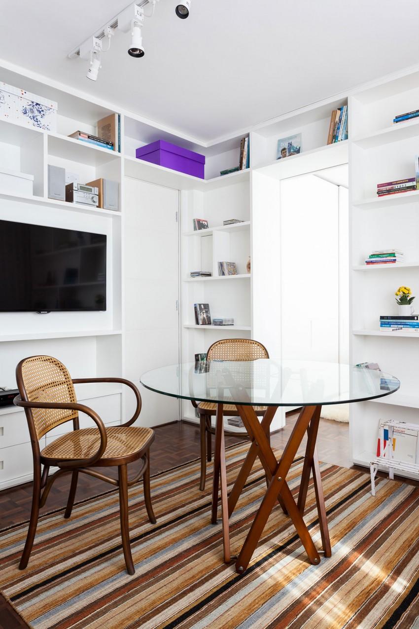 Раскладной обеденный стол в гостиной