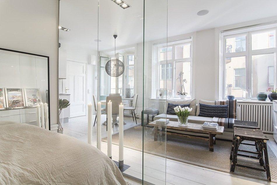 Стеклянная перегородка в интерьере квартиры-студии