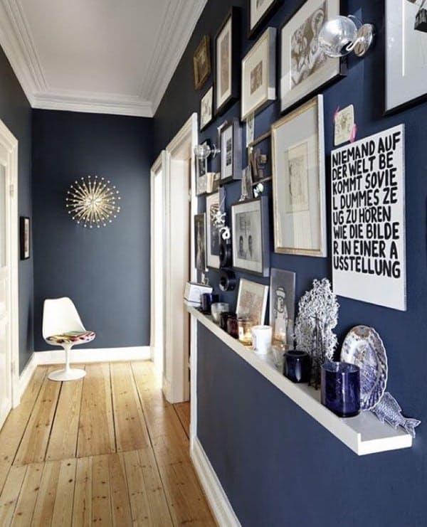 Интерьер маленькой прихожей в синем цвете