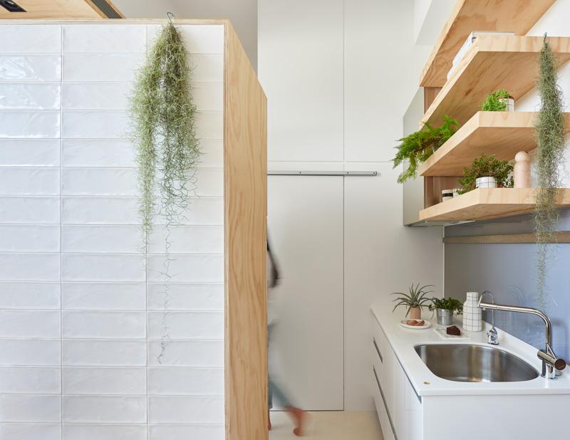 Кухонная зона в маленьком доме