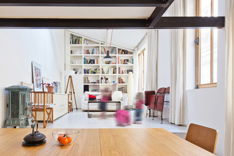 Интерьер гостиной в маленьком доме