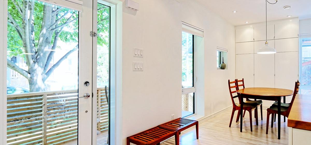 Интерьер небольшой гостиной от студии «Solares»