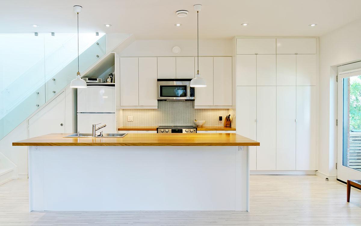 Интерьер маленькой кухни от студии «Solares»
