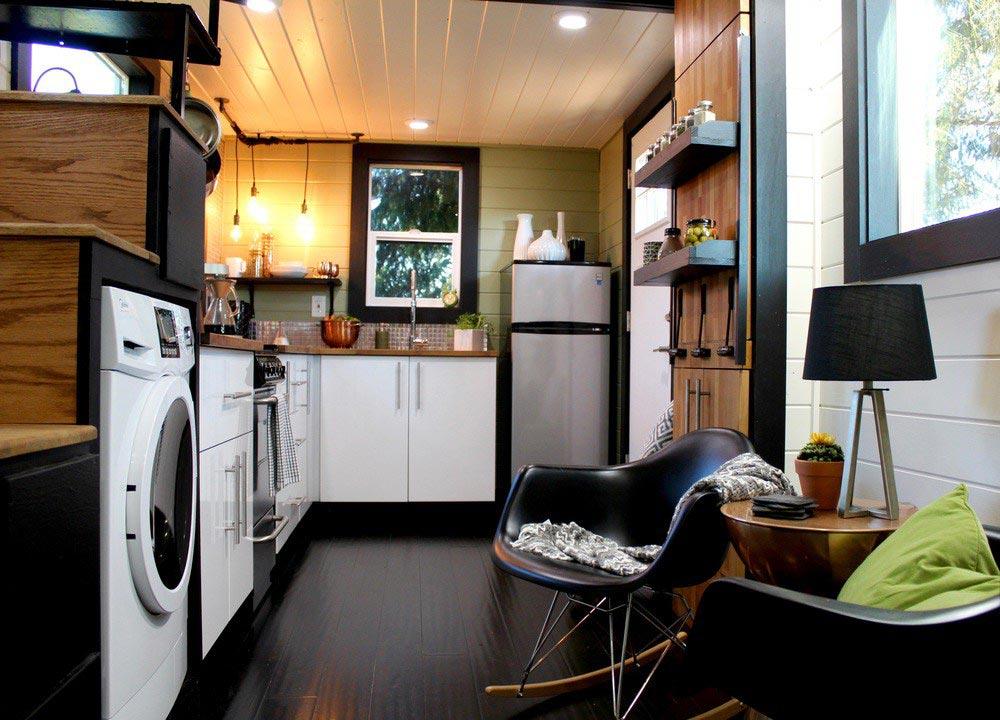 Интерьер кухни маленького домика