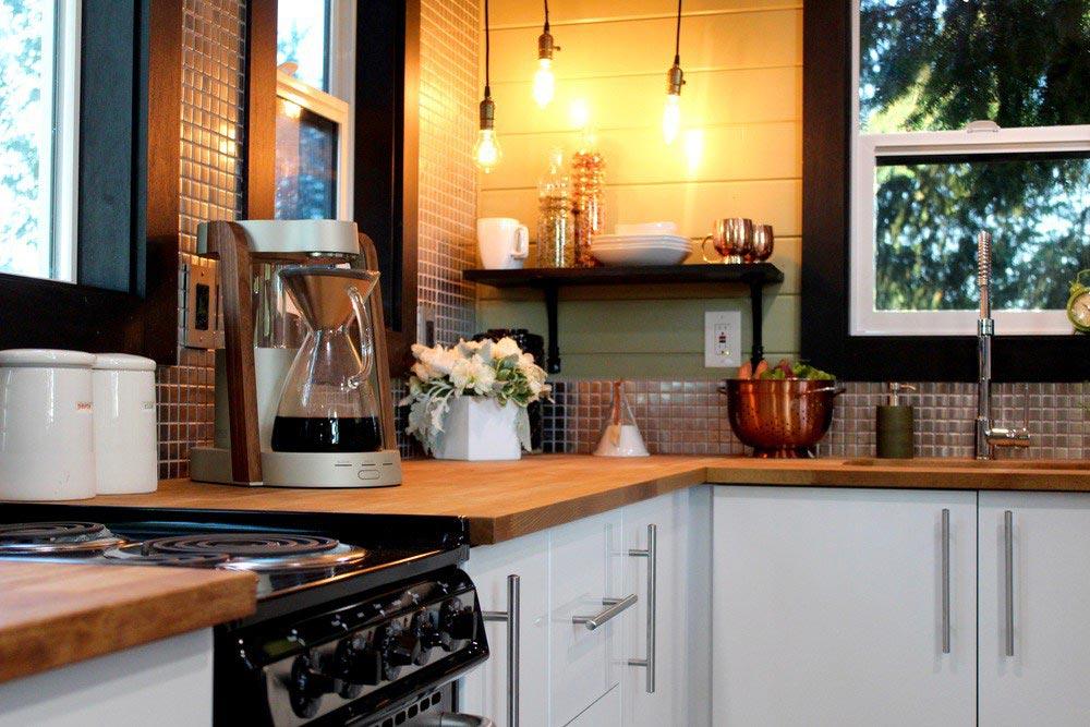 Уютная кухня в маленьком доме