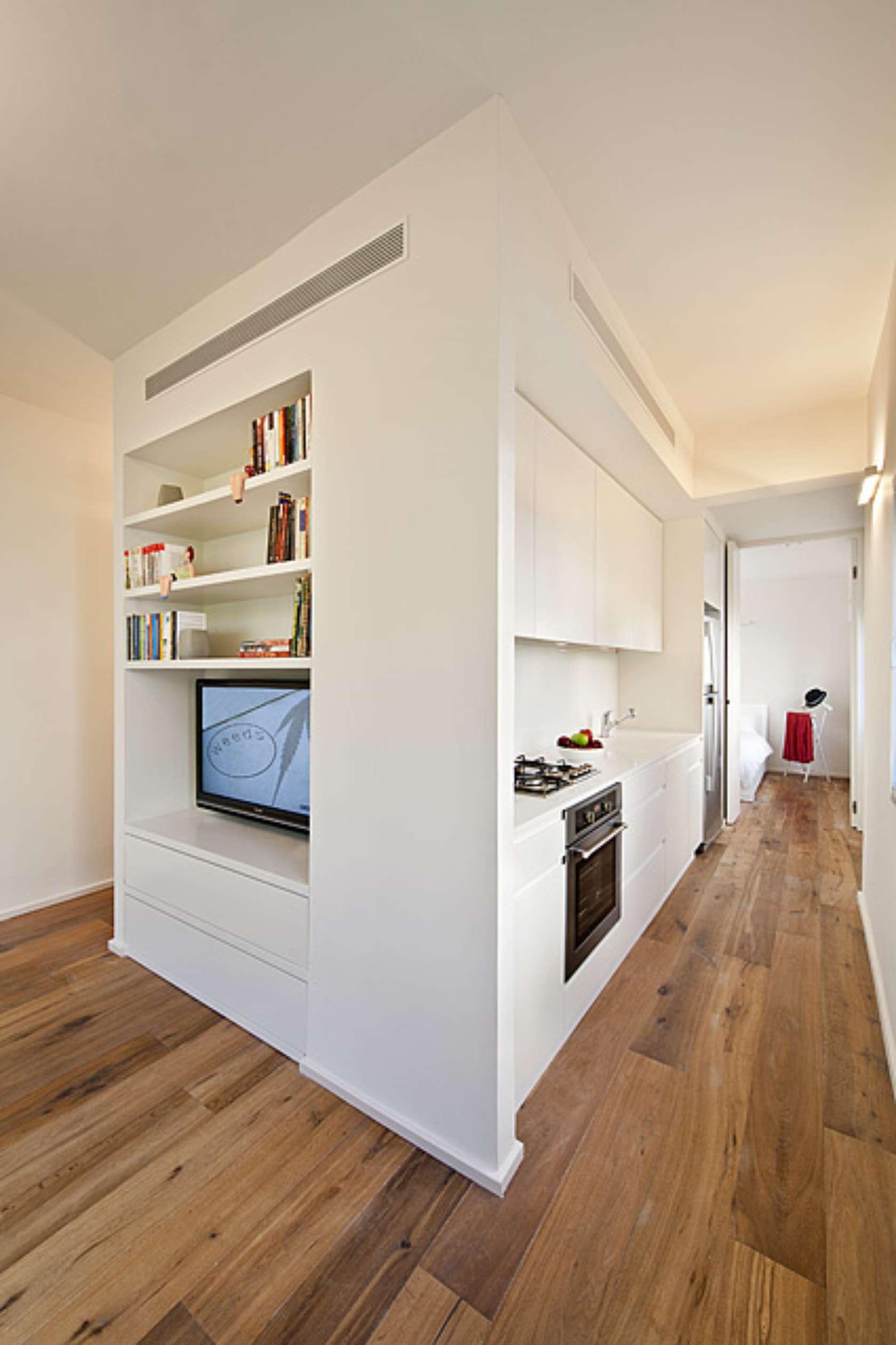 Нетрадиционное решение кухни в коридоре