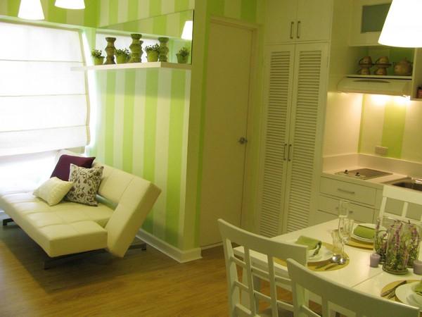 Интерьер крохотной квартиры зеленых тонах
