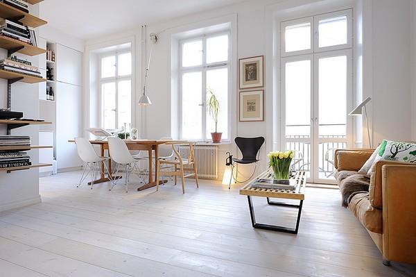 Интерьер однокомнатной квартиры с огромными окнами