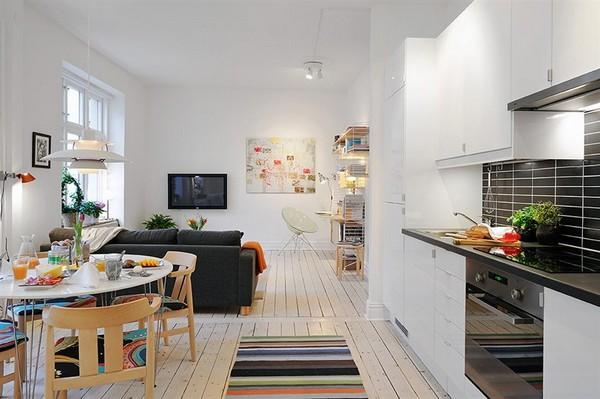 Интерьер небольшой квартиры с элементами придающими ей уют и притягательность