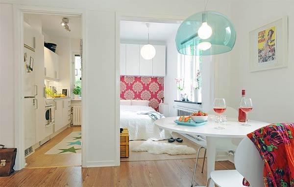 Интерьер квартиры содержащий все необходимые для жизни помещения на малой площади