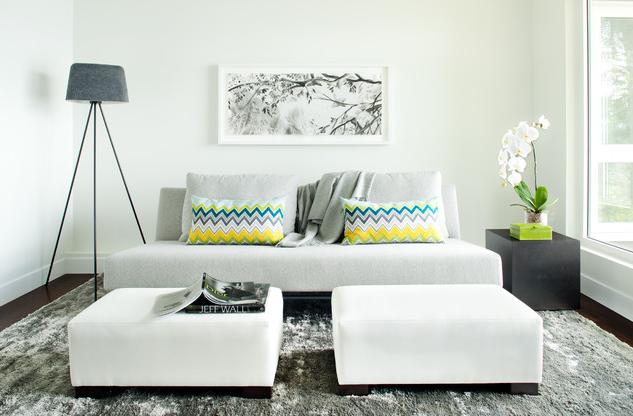 Компактная мебель в интерьере маленькой гостиной