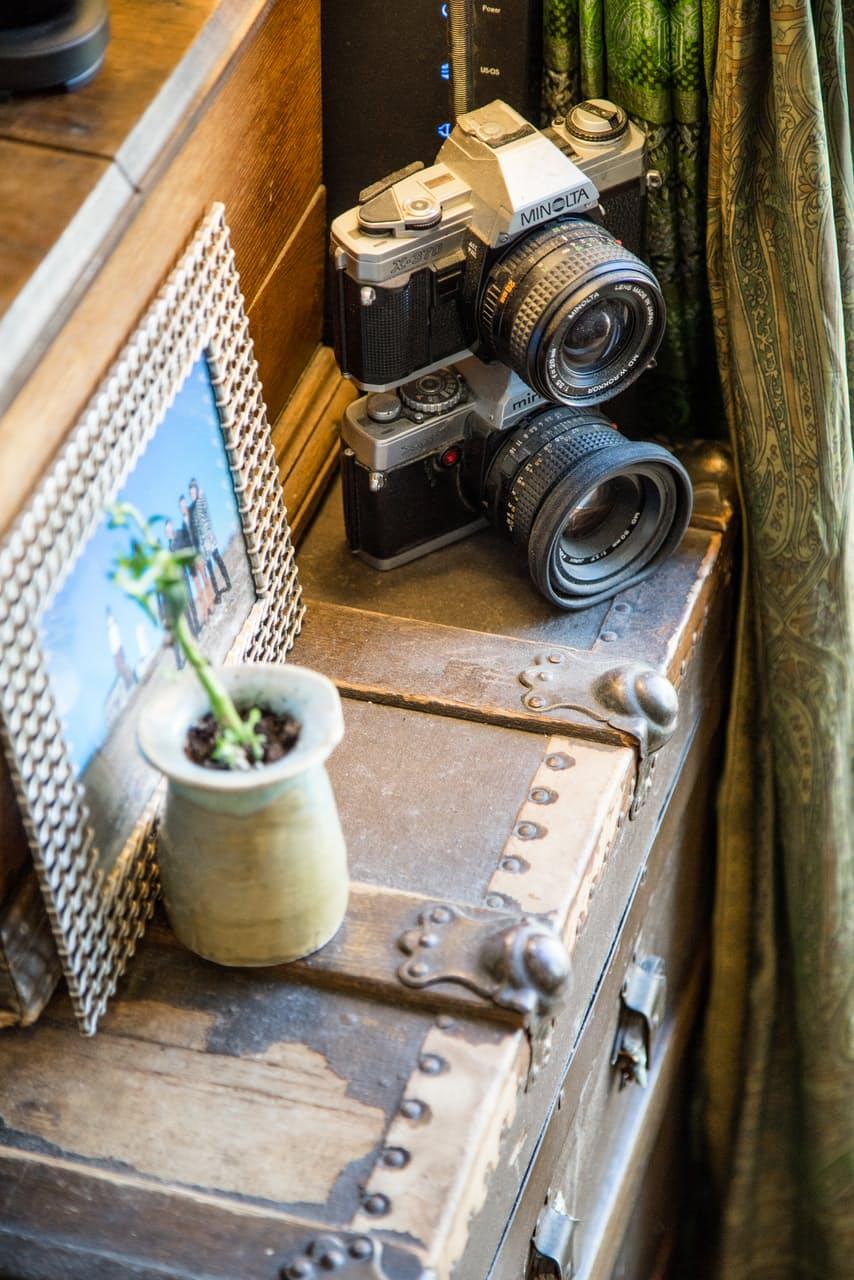 Фотоаппараты в интерьере маленькой квартирки