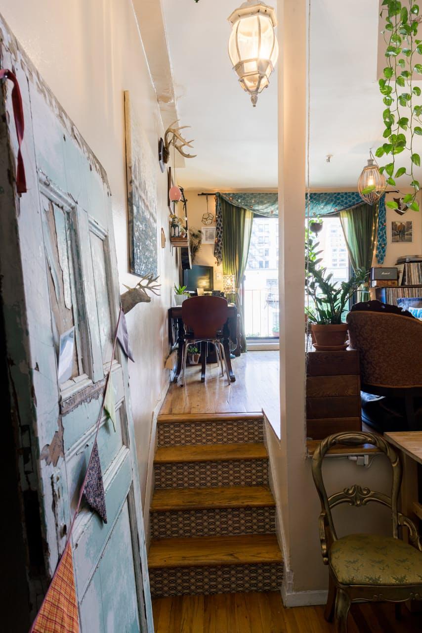 Лестница в интерьере маленькой квартирки