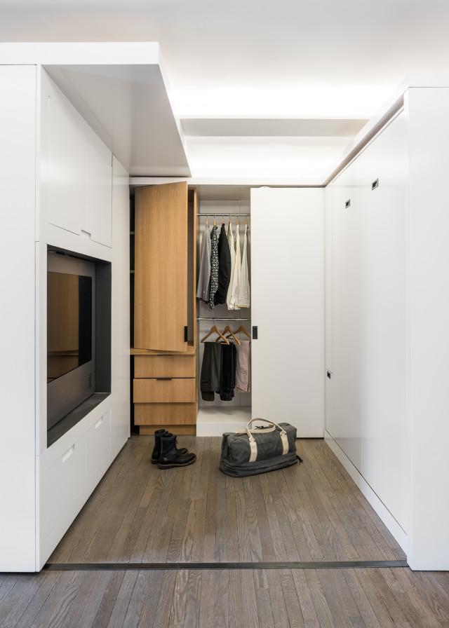 Гардеробная в маленькой квартире