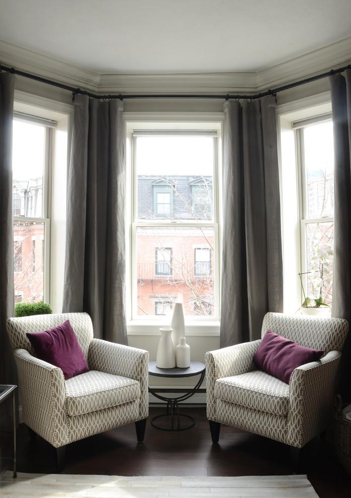 Интерьер маленькой квартиры: зона отдыха у окна