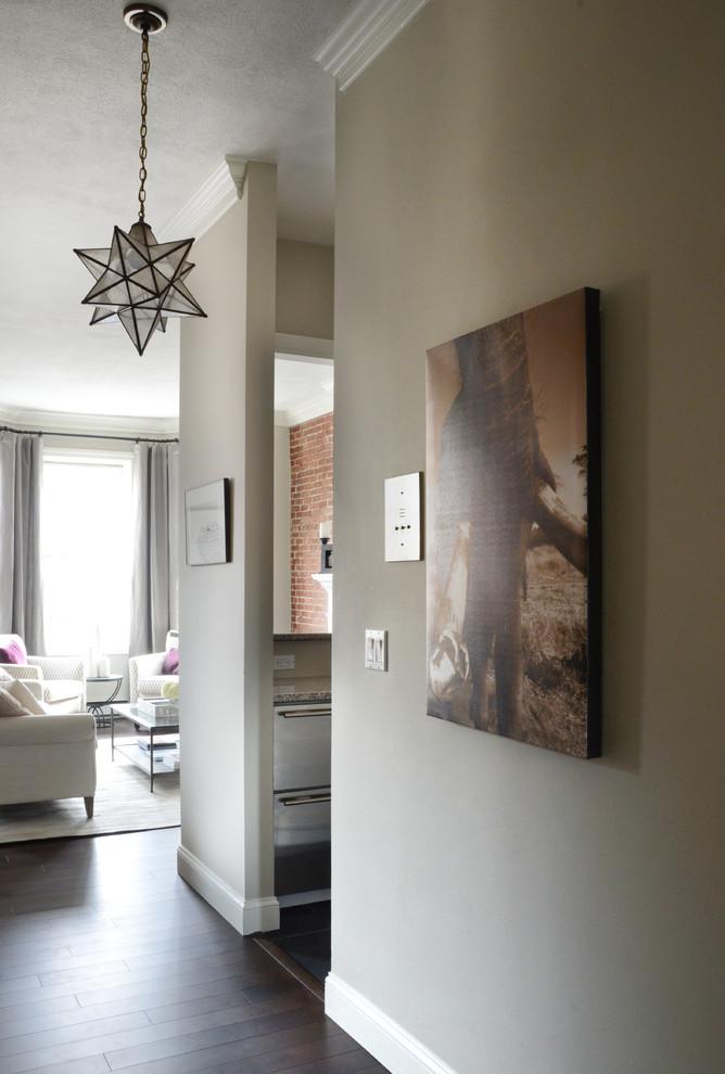 Интерьер маленькой квартиры: оригинальная люстра