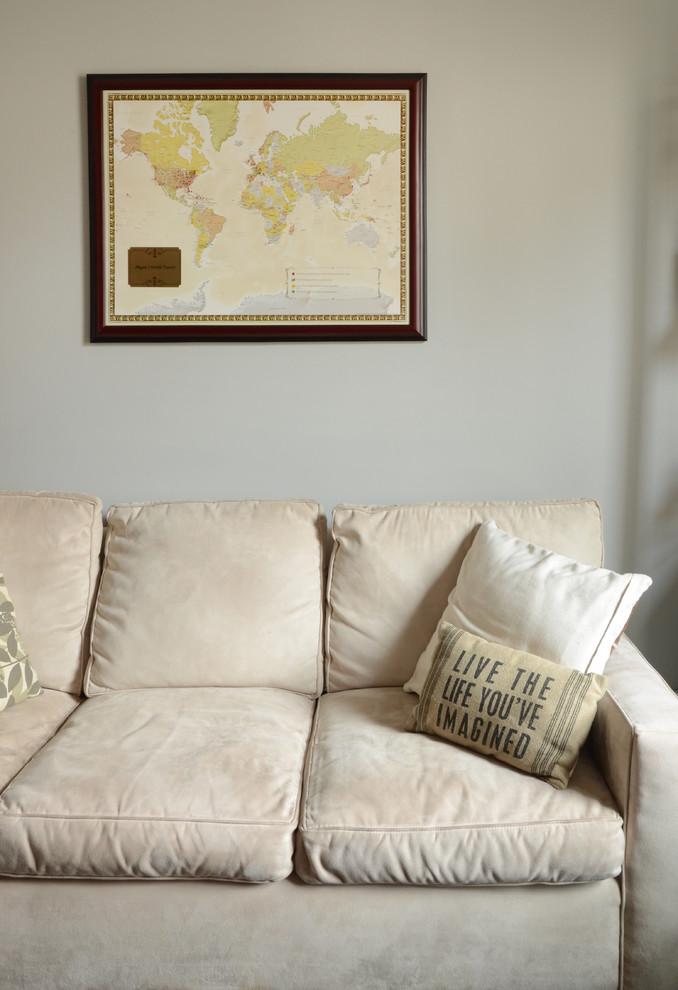 Интерьер маленькой квартиры: диван в кабинете