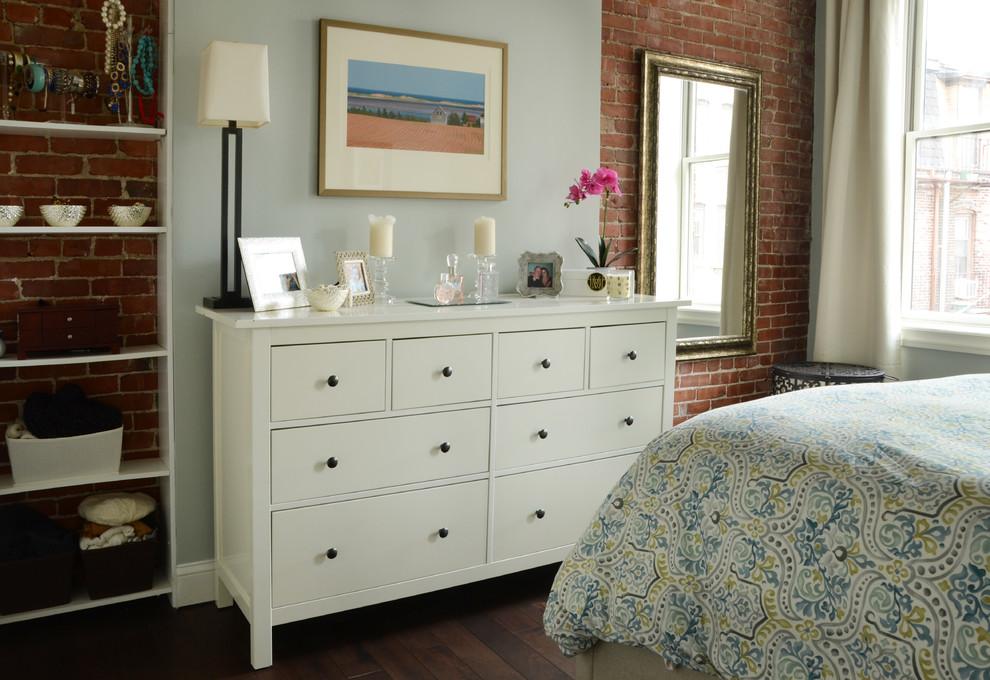 Интерьер маленькой квартиры: комод в спальне