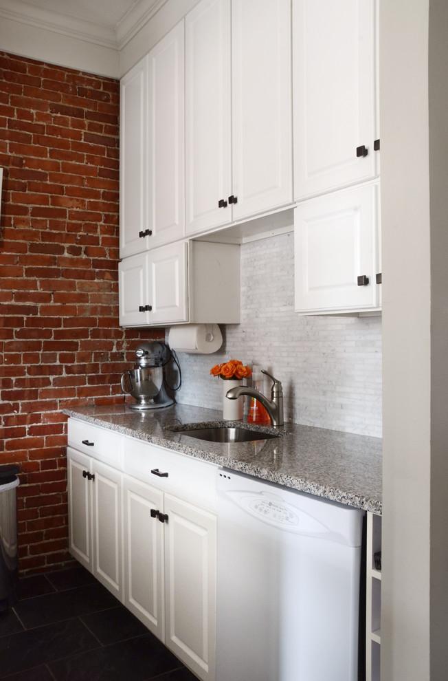 Интерьер маленькой квартиры: кухня в белом цвете
