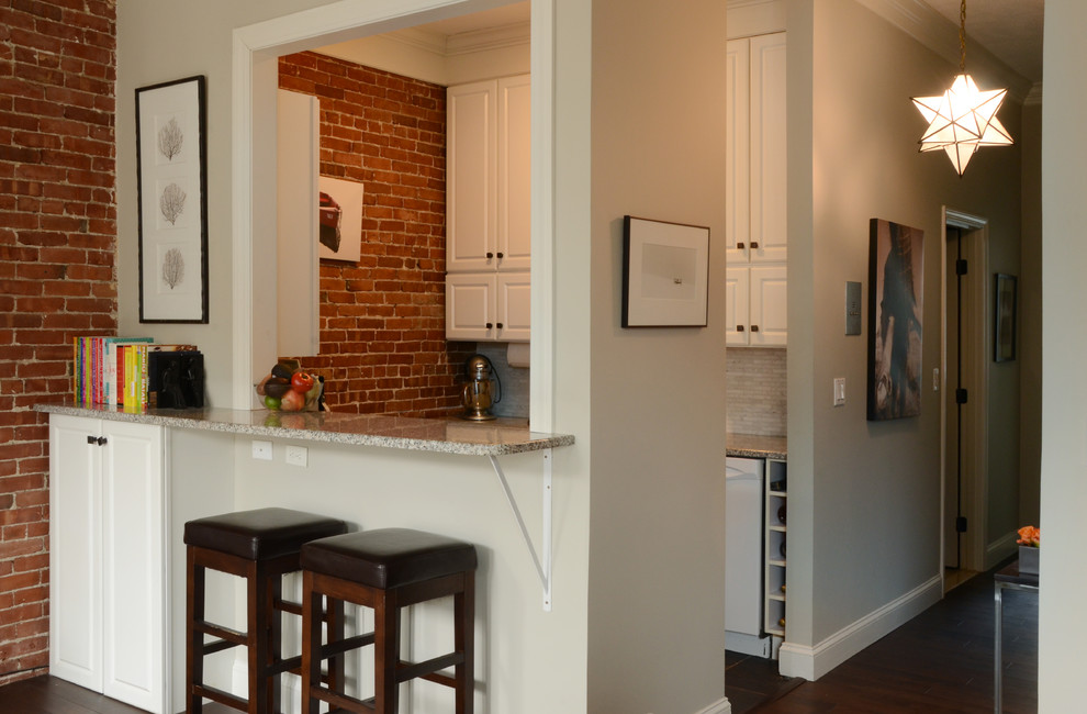 Интерьер маленькой квартиры: барная стойка в гостиной