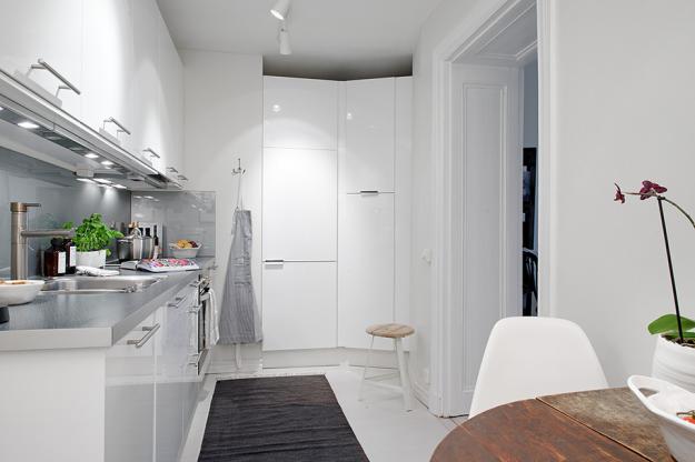 Кухня квартиры в скандинавском стиле в Гётеборге