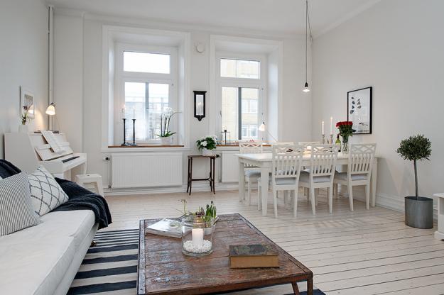 Гостиная и столовая квартиры в скандинавском стиле в Гётеборге