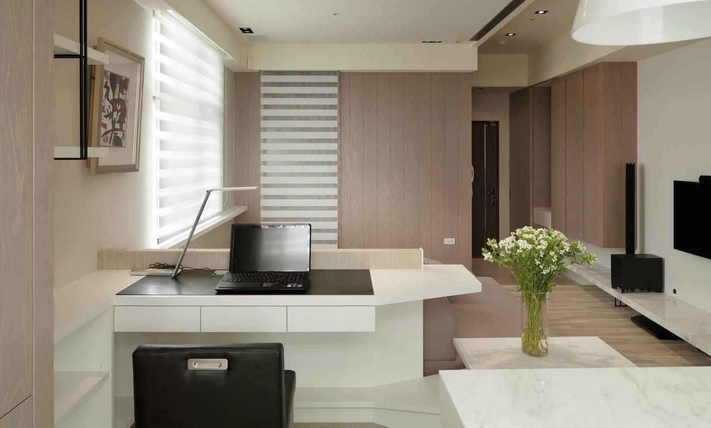 Домашний офис в маленькой однокомнатной квартире