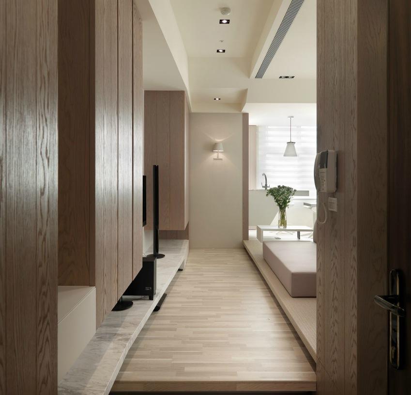 Деревянные шкафы в интерьере маленькой однокомнатной квартиры