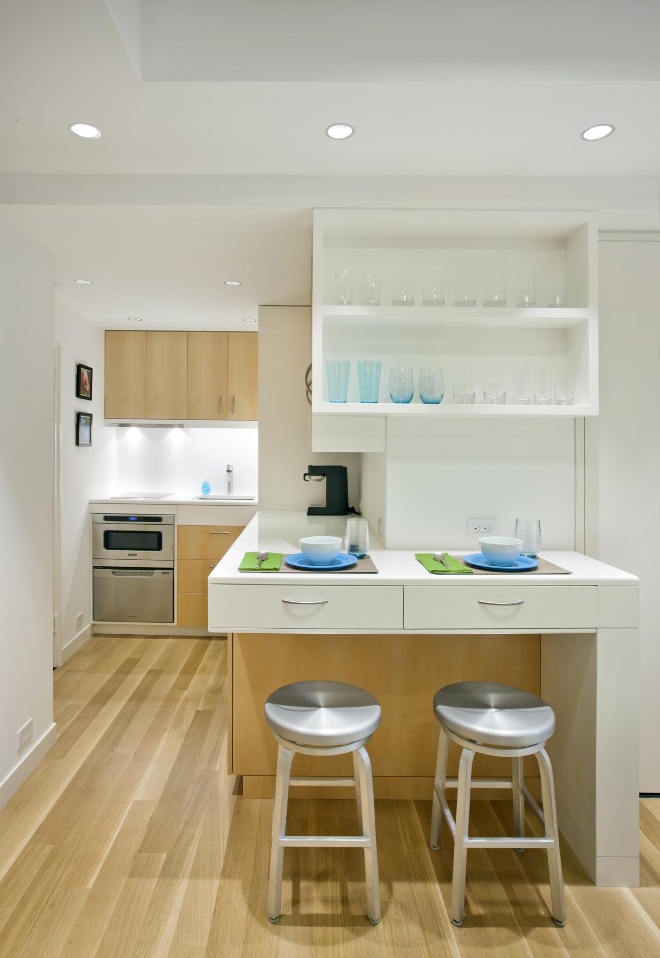 Кухня в интерьере маленькой студии