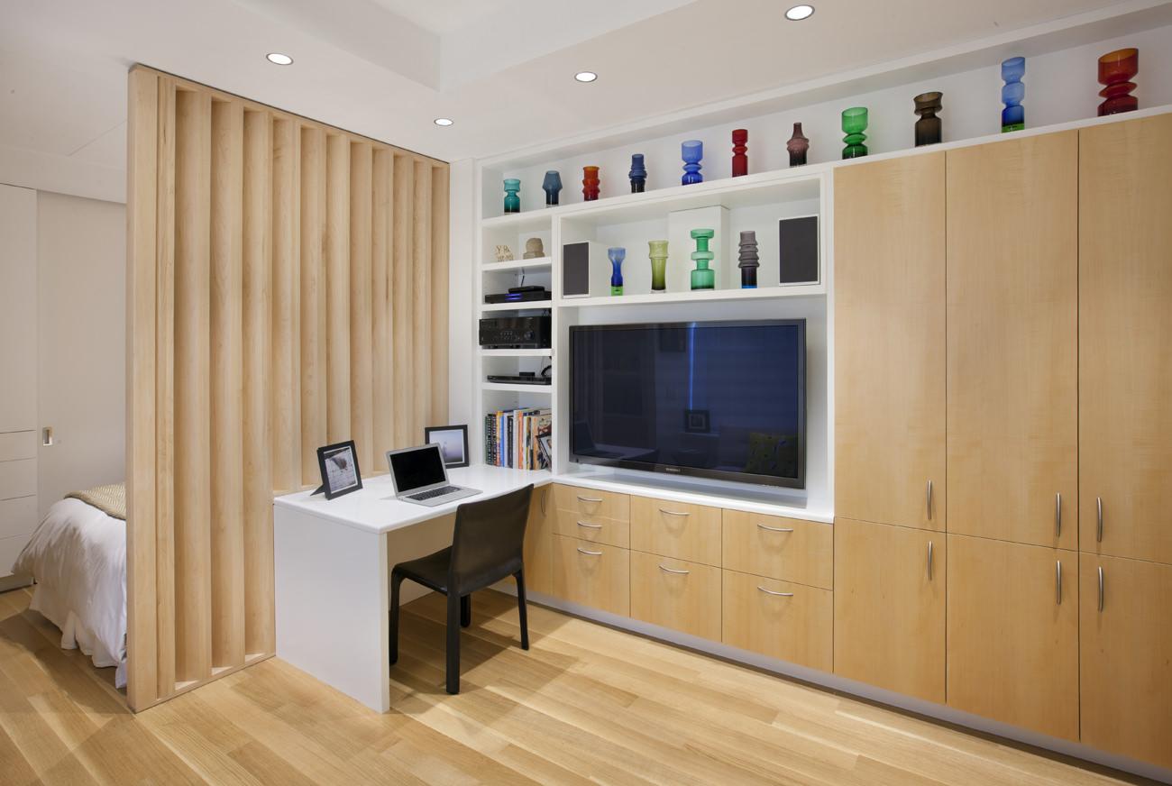 Офис в интерьере маленькой студии