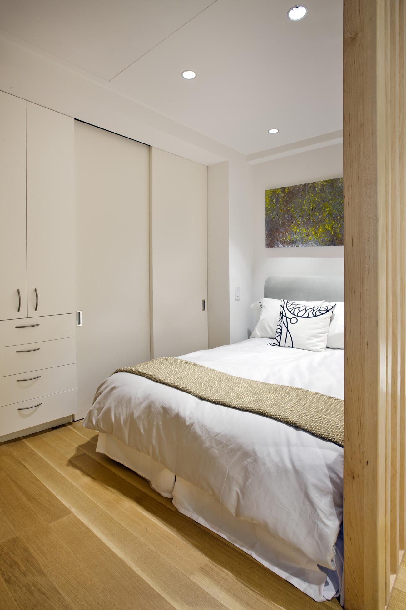 Спальня в интерьере маленькой студии