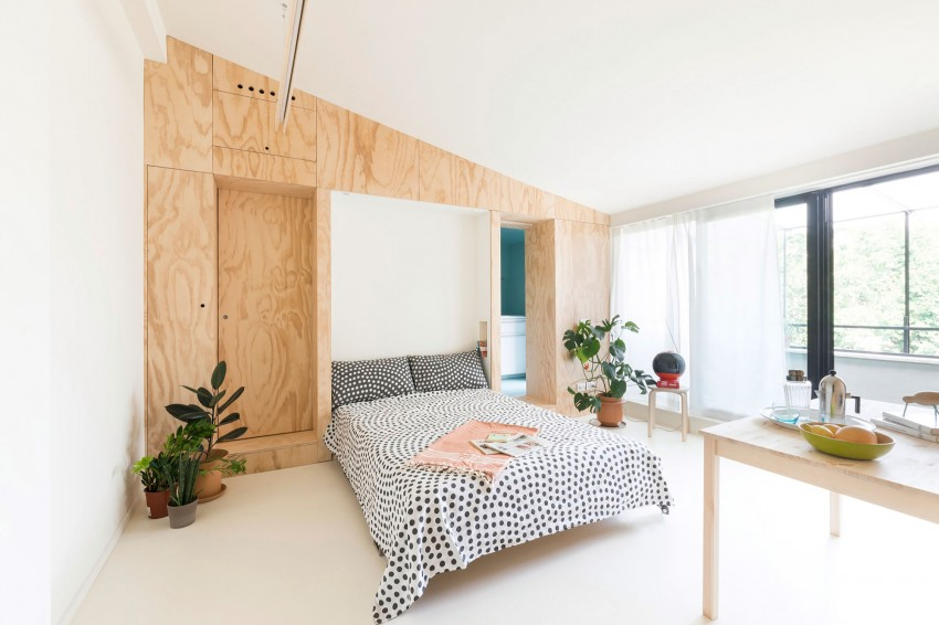 Кровать в интерьере маленькой студии