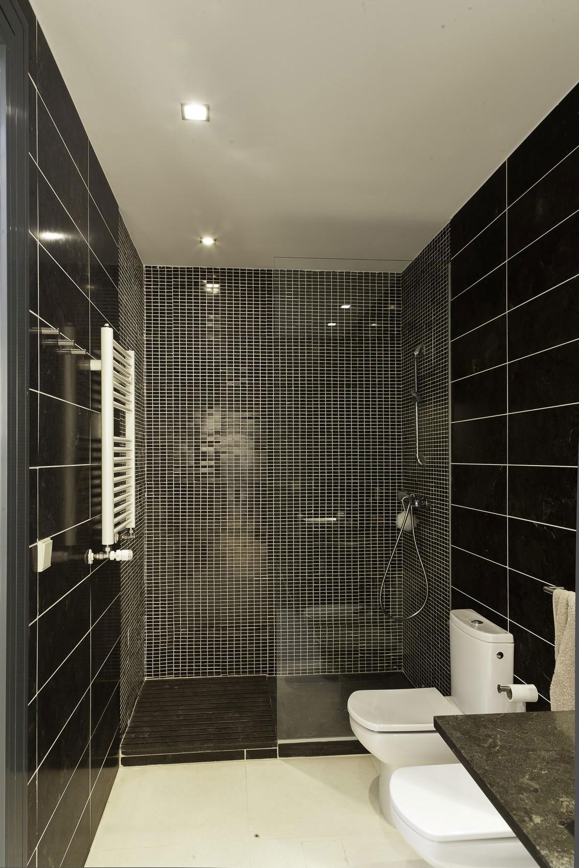 Интерьер маленькой ванной комнаты - фото 2