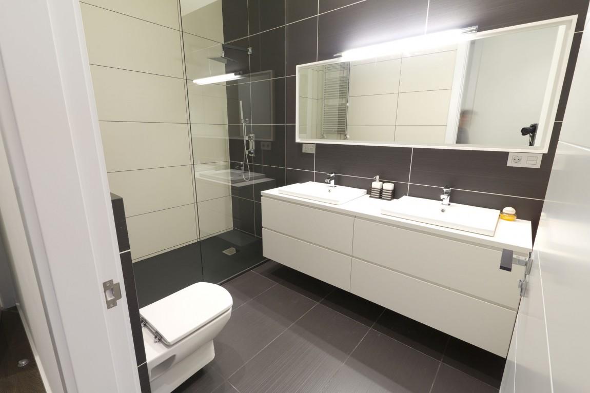 Интерьер маленькой ванной комнаты - фото 3