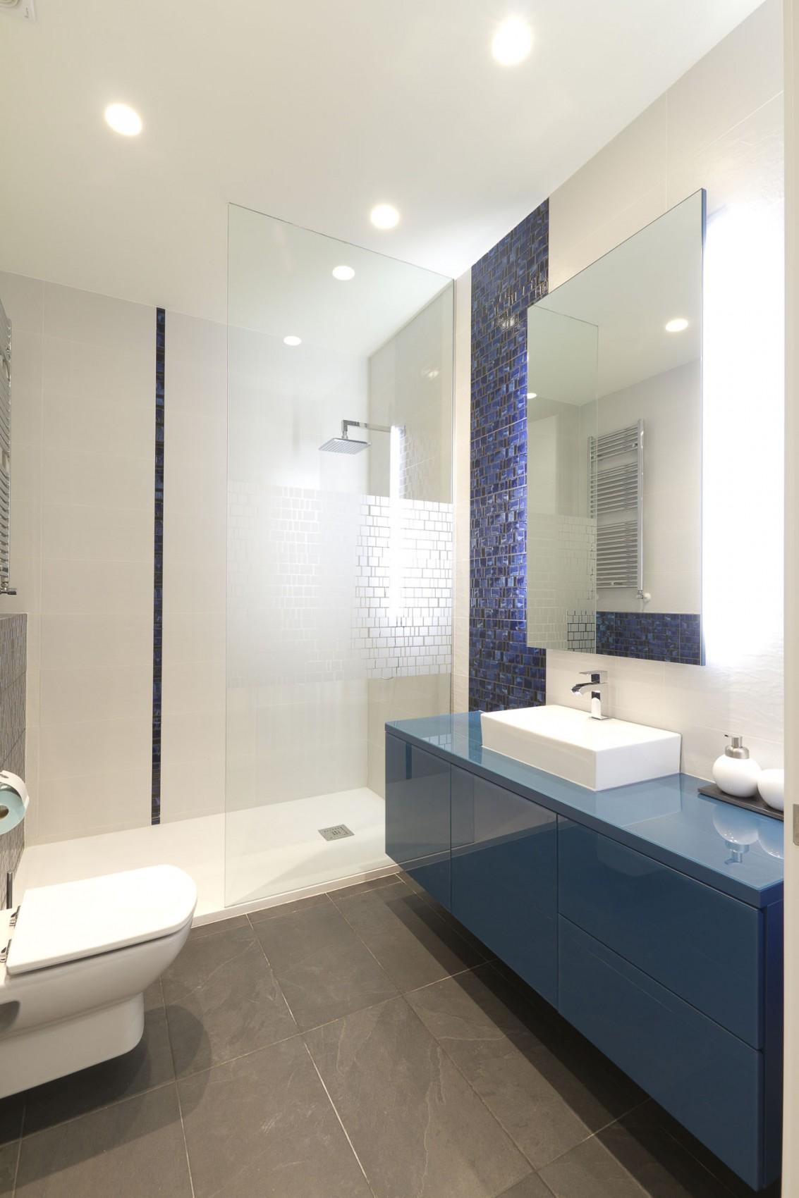 Интерьер маленькой ванной комнаты - фото 4